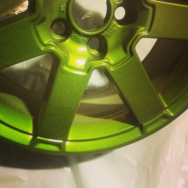 Chameleon green,, something a little different #wheel refurb #winterprotection#peelablepaints#liquidwrap#belfast#